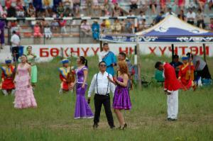 Singers and what looks to be Mongolia's version of Psy, close out the ceremony