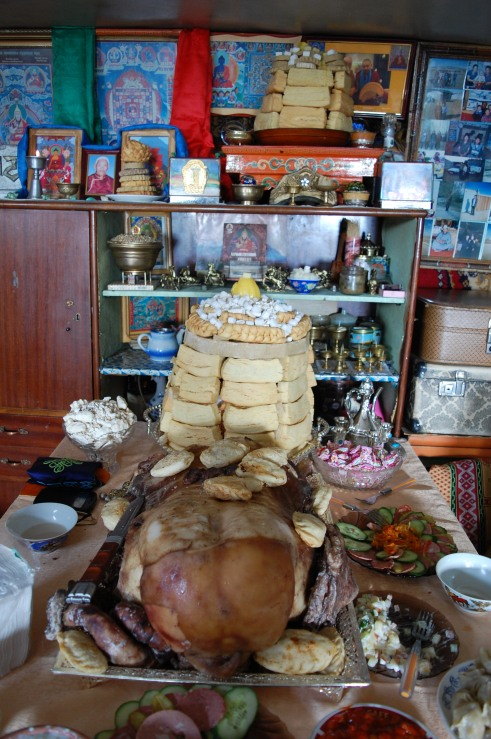 A full Tsagaan Sar table - uuts in front, boov plate in back