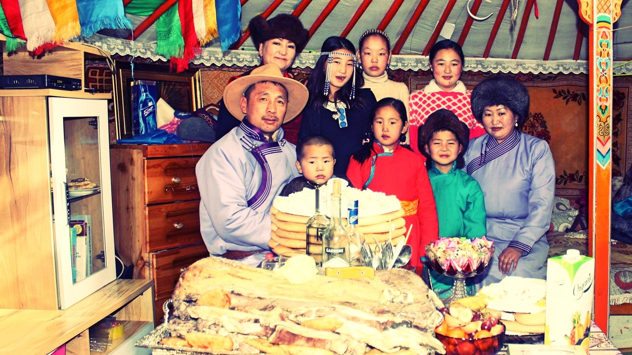 traditional holiday tsagaan sar Tsagaan sar, meaning white month or moon, is one of the main public holidays, next to the nadaam it marks the end of winter and the beginning of spring and the new yearâ´s cycle during these days, people eat traditional steamed food and hold traditional and ritual ceremonies.